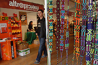 Bancarelle di artigianato e prodotti equosolidali..Stalls of crafts and fair trade products..Altromercato....