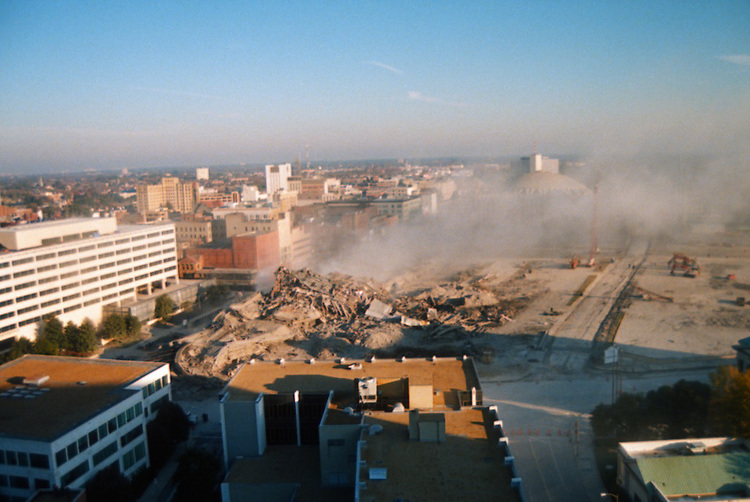 1996 November 24..Redevelopment..Macarthur Center.Downtown North (R-8)..SEQUENCE 24.IMPLOSION OF SMA TOWERS.LOOKING NORTH FROM ROOFTOP .OF MAIN TOWER EAST.PV3..NEG#.NRHA#..