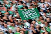 FUSSBALL   1. BUNDESLIGA   SAISON 2012/2013    33. SPIELTAG SV Werder Bremen - Eintracht Frankfurt                   11.05.2013 Fahne mit 100% Prozent