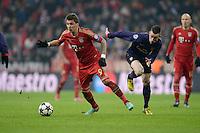 FUSSBALL  CHAMPIONS LEAGUE  ACHTELFINALE  HINSPIEL  2012/2013      FC Bayern Muenchen - FC Arsenal London     13.03.2013 Mario Mandzukic (li, FC Bayern Muenchen)  gegen Laurent Koscielny (re, Arsenal)