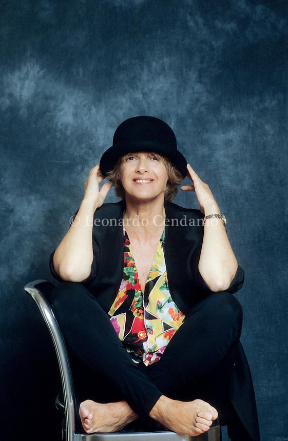 Lella Costa, all'anagrafe Gabriella Costa (Milano, 30 settembre 1952), è un'attrice e scrittrice italiana, famosa soprattutto per i suoi monologhi teatrali. Milano, giugno 2000. © Leonardo Cendamo / rosebud2