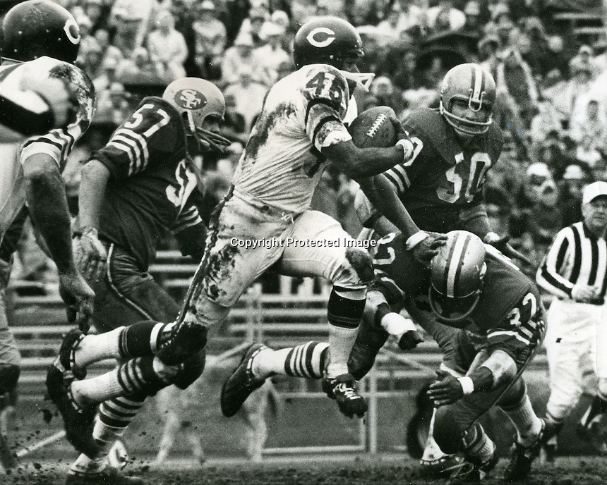 San Francisco 49ers vs Chicago Bears, Dec 3,1967 at Kezar Statium. #45 Dick Gordon <br />