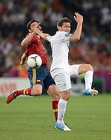FUSSBALL  EUROPAMEISTERSCHAFT 2012   VIERTELFINALE Spanien - Frankreich      23.06.2012 Xabi Alonso (li, Spanien) gegen Yohan Cabaye (re, Frankreich)