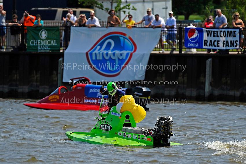 Frame 7, flip 1: Carlos Mendana (#27) barrel rolls in turn 1 during heat 3. Brother Jose Mendana, Jr. (#21) races past as Carlos boat rolls upright.   (Formula 1/F1/Champ class)