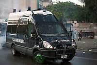 Roma  15 Ottobre 2011.Manifestazione contro la crisi e l'austerità.Scontri tra manifestanti e forze dell'ordine.Un blindato dei carabinieri danneggiato dai manifestanti in piazza San Giovanni