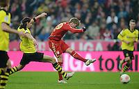 FUSSBALL   1. BUNDESLIGA  SAISON 2012/2013   15. Spieltag FC Bayern Muenchen - Borussia Dortmund     01.12.2012 Tor zum 1-0 durch Toni Kroos (re, FC Bayern Muenchen) gegen Neven Subotic (Borussia Dortmund)