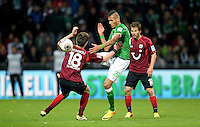FUSSBALL   1. BUNDESLIGA   SAISON 2013/2014   11. SPIELTAG SV Werder Bremen - Hannover 96                         03.11.2013 Davie Selke (re, SV Werder Bremen) gegen Sebastien Pocognoli (re, Hannover)