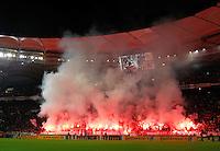 FUSSBALL   DFB POKAL   SAISON 2011/2012  ACHTELFINALE  21.12.2011 VfB Stuttgart - Hamburger SV Die  Cannstatter Kurve brennt, VfB Stuttgart Ultras mit bengalischen Fackeln zu Beginn der 2. Halbzeit