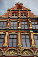Belgique, Flandre-Occidentale, Bruges (Brugge), façade d'une maison à pignons. Elles sont appelées huidenvettershuis  // Belgium, West Flanders, Bruges (Brugge), frontage of a house with gables. They are called huidenvettershuis
