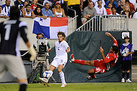 Kyle Beckerman (5) of the United States (USA) crosses the ball. The United States (USA) defeated Panama (PAN) 2-1 during a quarterfinal match of the CONCACAF Gold Cup at Lincoln Financial Field in Philadelphia, PA, on July 18, 2009.