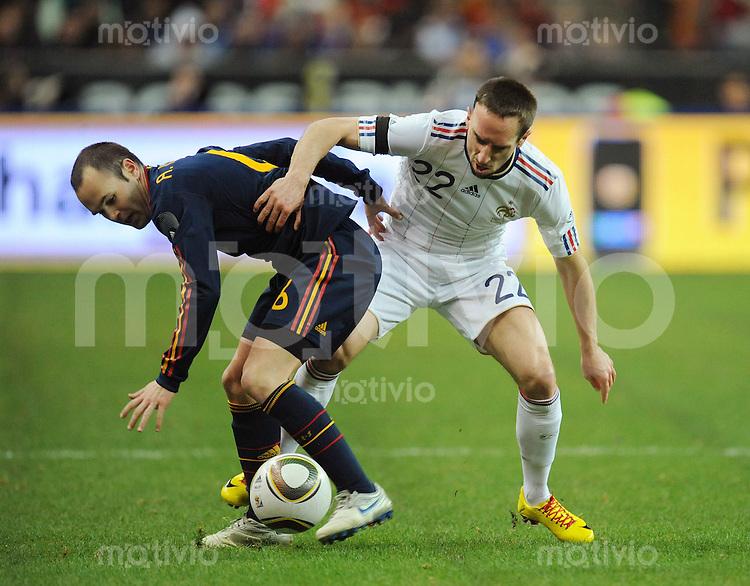 Fussball International Testspiel 03.03.2010 Frankreich - Spanien  Anders Iniesta (ESP links) gegen  Franck Ribery ( FRA)