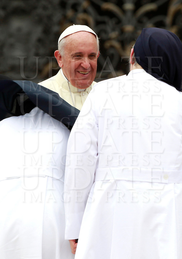 Papa Francesco saluta alcune di suore al termine dell'udienza generale del mercoledi' in Piazza San Pietro, Citta' del Vaticano, 10 settembre 2014.<br /> Pope Francis greets some nuns at the end of his weekly general audience in St. Peter's Square at the Vatican, 10 September 2014.<br /> UPDATE IMAGES PRESS/Isabella Bonotto<br /> <br /> STRICTLY ONLY FOR EDITORIAL USE