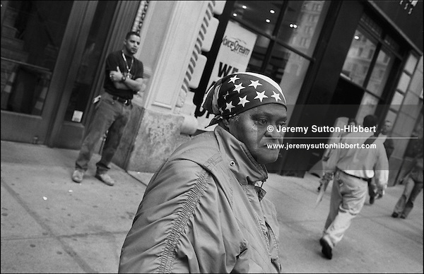 New Yorkers, and visitors from all over the world, stop on lower Broadway to look at the smouldering buildings of the World Trade Centre complex, and to remember and pay tribute to the victims of the September 11th 2001 terrorist attack on the World Trade Centre buildings in Lower Manhattan by AL-Qaeda terrorists. New York, America.