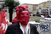 Roma   8 Marzo  2007.Protesta delle hostess plurilingue della linea turistica Trambus 110 open per il loro stato di lavoratrici precarie.
