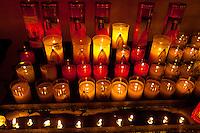 Francia, Camargue, Saintes Maries de la mer: la festa gitana in onore di Santa Sara la Nera, che si tiene ogni anno il 24 e 25 maggio. Il rituale prevede il trasporto della statua della santa dal mare alla terraferma e poi festeggiamenti con canti e balli. Nell'immagine: ceri con la santa raffigurata accesi nella chiesa.<br /> Feast of the Gypsies, May 25 veneration of Saint Sarah the black Saintes Maries de la Mer, Camargue,