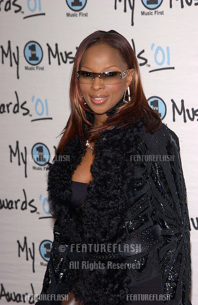 Pop star MARY J. BLIGE at the My VH1 Music Awards in Los Angeles..02DEC2001.  © Paul Smith/Featureflash