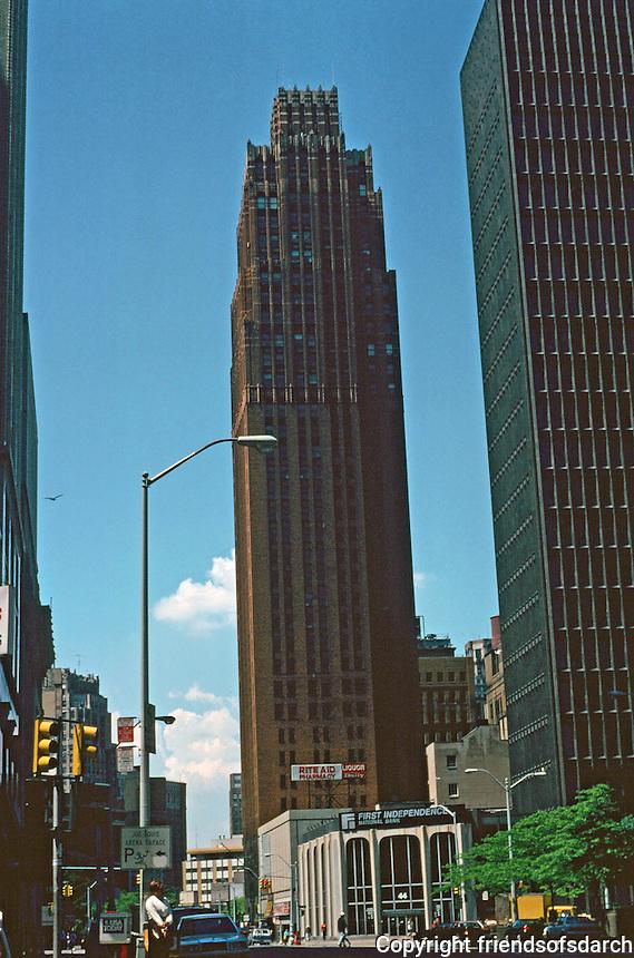 Detroit:  David Stott Building, 1150 Griswold, 1929.  Architects Donaldson & Meier. Art Deco 37 story skyscraper.  Part of  Capitol Park Historic District.  Reddish granite base with brick, marble , and limestone as its surface materials.  it contains architectural sculpture by Corrado Parducci.  Photo '97.