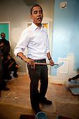 Washington, DC - January 19, 2009 -- United States President-elect Barack Obama paints walls at the Sasha Bruce House in Washington, D.C., U.S., Monday, January 19, 2009.   .Credit: Joshua Roberts - Pool via CNP