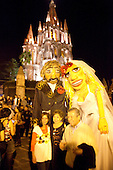 Wedding party, La Parroquia, Church of St. Michael the Archangel, San Miguel de Allende, Guanajuato, Mexico, mexican
