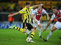FUSSBALL   CHAMPIONS LEAGUE   SAISON 2012/2013   GRUPPENPHASE   Borussia Dortmund - Ajax Amsterdam                            18.09.2012 Robert Lewandowski (Borussia Dortmund) zieht ab und erzielt das Tor zum 1:0