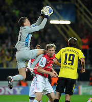 FUSSBALL   CHAMPIONS LEAGUE   SAISON 2011/2012  Borussia Dortmund - Arsenal London        13.09.2001 Torwart Wojciech SZCZESNY (li) und Per MERTESACKER (Mitte, beide Arsenal) retten vor Kevin GROSSKREUTZ
