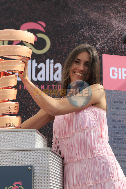 Rebecca with the Trophie Senza Fine at sign on before Stage 2 of the 100th edition of the Giro d'Italia 2017, running 221km from Olbia to Tortoli, Sardinia, Italy. 6th May 2017.<br /> Picture: Eoin Clarke | Cyclefile<br /> <br /> <br /> All photos usage must carry mandatory copyright credit (&copy; Cyclefile | Eoin Clarke)