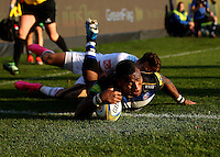 Semesa Rokoduguni of Bath Rugby scores a try in the corner. Aviva Premiership match, between Bath Rugby and Harlequins on October 31, 2015 at the Recreation Ground in Bath, England. Photo by: Alex Davidson / JMP for Onside Images