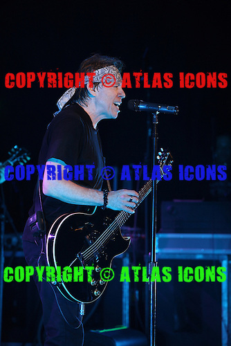 GEORGE THOROGOOD AND THE DELAWARE DESTROYERS, LIVE, 2010, NEIL ZLOZOWER