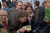 Roma, 9 Novevembre 2012. Manifestazione antiproibizionista in piazza Montecitorio, per l'accesso alla cannabis terapeutica e la depenalizzazione per uso personale della coltivazione della marijuana. Iniziativa è stata promossa dal Partito Radicale..Manifestation prohibitionist for cannabis therapeutics