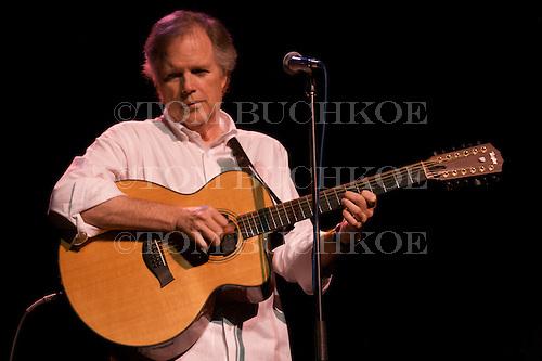 Leo Kottke performs at the Kaufman Auditorium in Marquette Michigan on 8/5/07