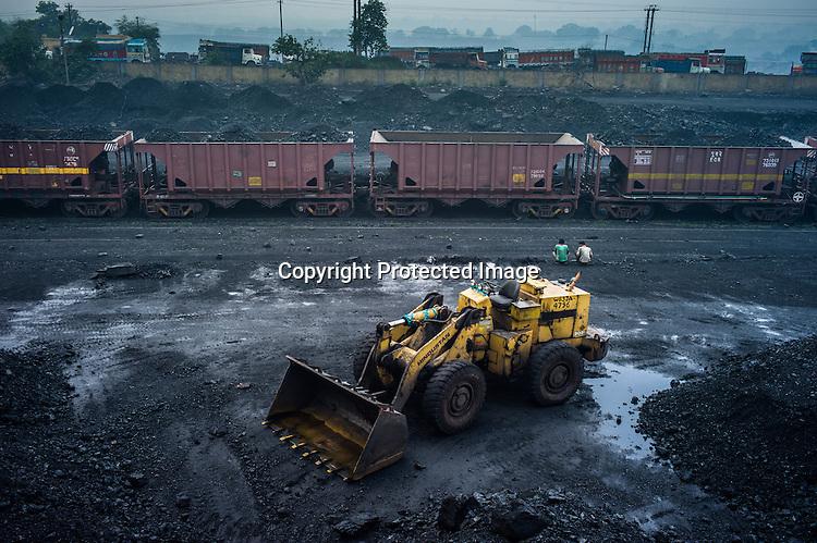 Sdas20121013 jharia coal india 209 jpg sanjit das for Depot laden