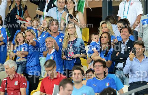 24.06.2012, Olympia Stadion, Kiew, UKR, UEFA EURO 2012, England vs Italien, Viertelfinale, im Bild MOGLI E FIDANZATE (Italia) // during the UEFA Euro 2012 Quarter Final Match between Enland and Italy at the Olympic Stadium, Kiev, Ukraine on 2012/06/24. EXPA Pictures © 2012, PhotoCredit: EXPA/ Insidefoto/ Alessandro Sabattini..***** ATTENTION - for AUT, SLO, CRO, SRB, SUI and SWE only *****