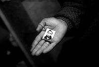 Montenegro  Novembre 2000.Campo profughi di Konik 1.Idris Beras, 26 anni, etneia rom, ha lasciato il Kosovo tre mesi fa con i figli, la moglie  Azemine è stata rapita10 mesi fa' da uomini mascherati. Idris pensa che è stata portata in Italia. La foto della moglie rapita