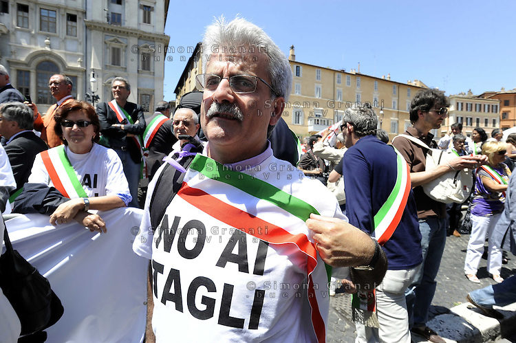 ROMA,23 GIUGNO 2010.PIAZZA NAVONA.MANIFESTAZIONI DEI SINDACI ITALIANI (ANCI) CONTRO I TAGLI DELLA MANOVRA FINANZIARIA.FOTO SIMONA GRANATI