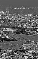 Rodovia dos Bandeirantes, Jaraguá, São Paulo. 1993. Foto de Juca Martins.
