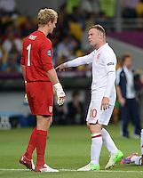 FUSSBALL  EUROPAMEISTERSCHAFT 2012   VIERTELFINALE England - Italien                     24.06.2012 Torwart Joe Hart (li, England) und Wayne Rooney (re, England)