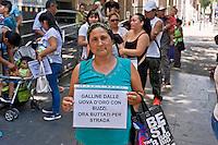 Protesta dei rom contro lo sgombero dall' insediamento dove vivevano