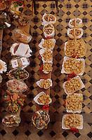Europe/France/DOM/Antilles/Petites Antilles/Guadeloupe/Pointe-à-Pitre : Fête des cuisinières - La messe - Détail des plats devant l'autel
