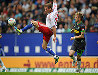 FUSSBALL   1. BUNDESLIGA   SAISON 2011/2012    6. SPIELTAG Hamburger SV - Borussia Moenchengladbach            17.09.2011 Slobodan RAJKOVIC (li, Hamburg) gegen Marco REUS (re, Moenchengladbach)