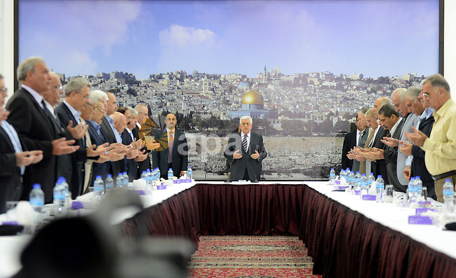 Palestinian President Mahmoud Abbas meets with the members of Palestinian leadership, at his headquarter in the West Bank city of Ramallah on July 31, 2015. Photo by Osama Falah