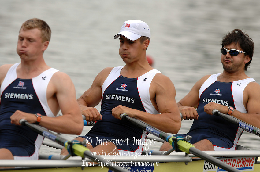 Amsterdam, HOLLAND, GBR M4X, Bow Simon FIELDHOUSE, Sam TOWNSEND, Alex GREGORY and Ian LAWSON, move away from the start of the heat of the men's Quad sculls, at the 2007 FISA World Cup Rd 2 at the Bosbaan Regatta Rowing Course. [Date] [Mandatory Credit: Peter Spurrier/Intersport-images]..... , Rowing Course: Bosbaan Rowing Course, Amsterdam, NETHERLANDS