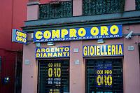Roma 11 Luglio 2013<br /> Negozio compro oro in via Ostiense,i zona Ostiense