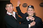 Nederland, Bussum , 05-02-2007 - FOTO: Blueszanger Harry Muskee (R) krijgt de Gouden Harp uit handen van De Dijk zanger Huub van der Lubbe. Gerard Til