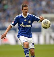FUSSBALL   1. BUNDESLIGA   SAISON 2013/2014   8. SPIELTAG FC Schalke 04 - FC Augsburg                                05.10.2013 Julian Draxler (FC Schalke 04) am Ball