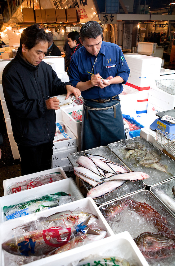 Tsukiji fish market peter randall photography prints for Buying fish online