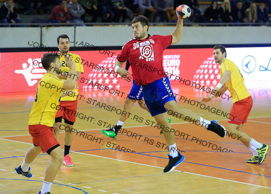 Rukomet-Handball<br /> Srbija v Rumunija-Prijateljski mec friendly match<br /> Milos Orbovic (C)<br /> Beograd, 28.12.2015.<br /> foto: Srdjan Stevanovic/Starsportphoto&copy;