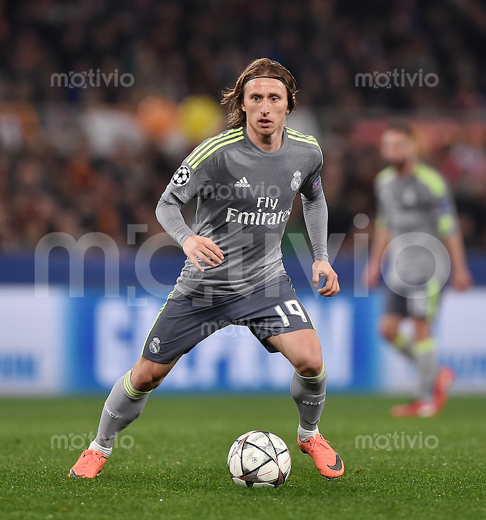 FUSSBALL CHAMPIONS LEAGUE  SAISON 2015/2016 ACHTELFINAL HINSPIEL AS Rom - Real Madrid                 17.02.2016 Luka Modric (Real Madrid) am Ball