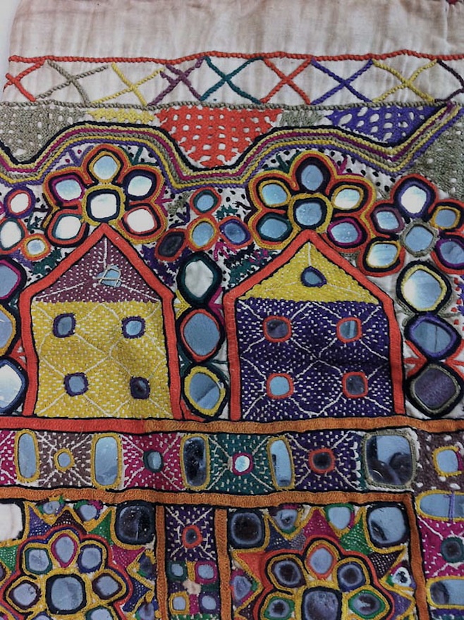 ANTIQUE DOWRY BAG WITH MIRRORWORK, KUTCH GYPSY TRIBE, INDIA. EXQUISITE FINE EMBROIDERY