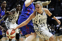 San Antonio's Becky Hammon (25) makes a move for the ball during Game 2 of the WNBA Championship Finals between the Detroit Shock and the San Antonio Silver Stars, Oct. 3, 2008, at the AT&T Center in San Antonio. Detroit won 69 - 61 to go up 2 - 0 in the five-game series. (Darren Abate/pressphotointl.com)