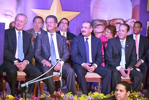 En primera fila, Rafael Alburquerque, Leonel Fernández, Danilo Medina y Reinaldo Pared Pérez. Detrás, Eduardo Selman, Francisco Javier García, Alejandrina Germán y Julio César Valentín.
